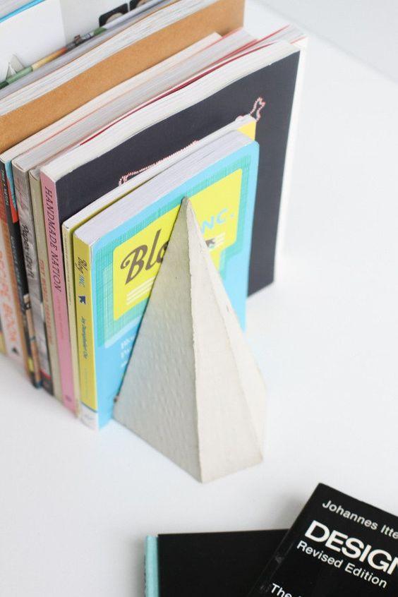 idei-ridicole-opritoare-de-carte-07